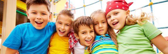 Estudo aponta que acampamento de férias é ideal para crianças e jovens desenvolverem conhecimento, criatividade e independência