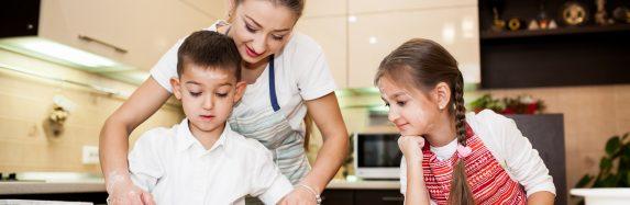 5 motivos para as crianças aprenderem a cozinhar; aproveite que a temática de férias de julho no Peraltas será Super Chef Júnior
