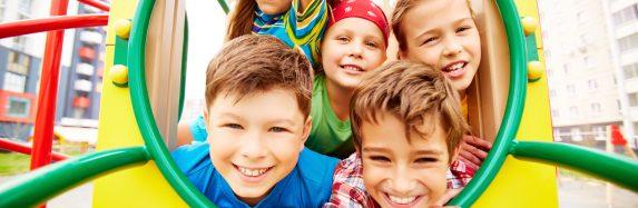 Conheça 5 benefícios físicos e sociais promovidos pelos acampamentos de férias